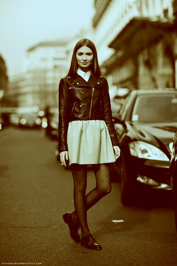 mod_Whitney-Port-Women-In-Masculine-Shoes-4-600x900