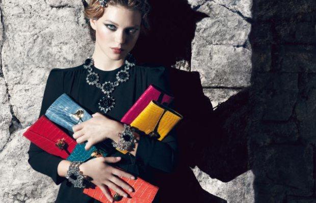 Lea-Seydoux-Prada-Resort-clutch