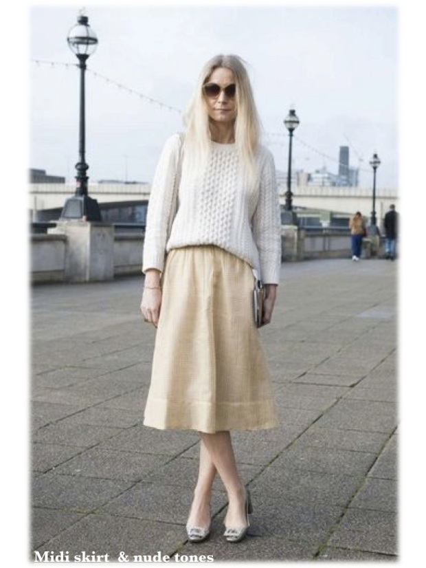 martha ward during london fashion week wearing midi skirt and chunky sweater heelsandpeplum street-style fashion moda