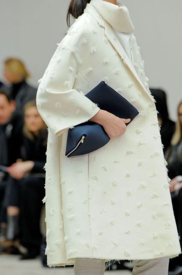 céline white coat simplicity elegance heelsandpeplum