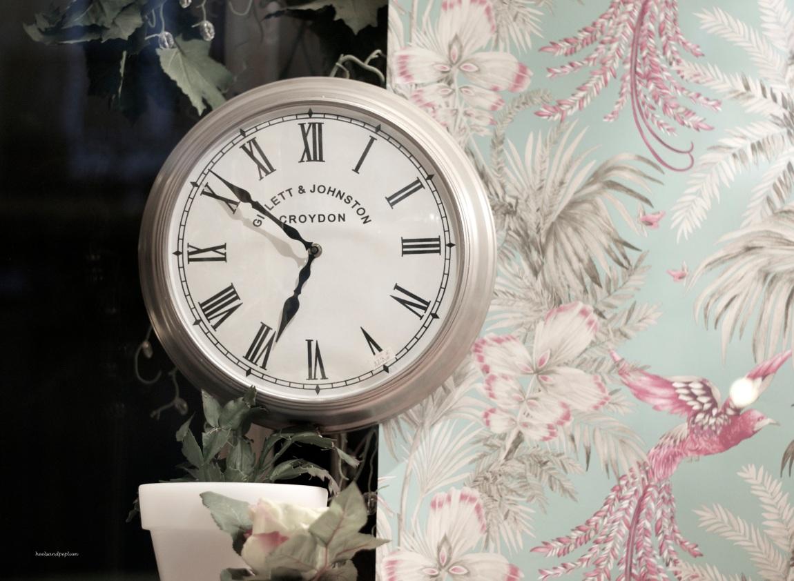 heelsandpeplum photography clock ideas wallpaper decoration