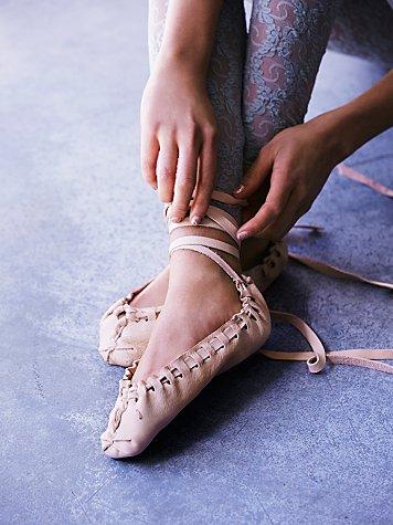 lace up flats fashion trend heelsandpeplum 7