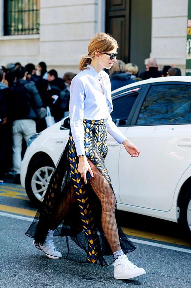 Veronika Heilbrunner streetstyle blue shirt heelsandpeplum ways to wear