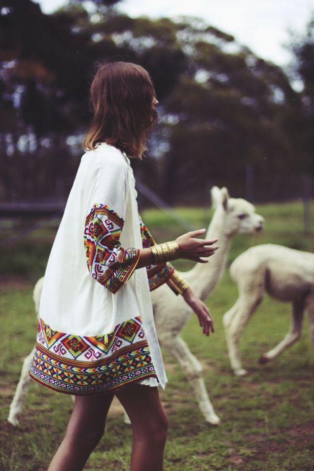 heelsandpeplum bohemian dress streetstyle fashion embroidered tunic